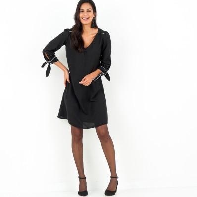 Šaty s kontrastními lemy