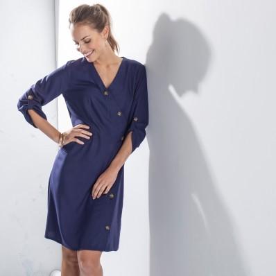 Jednofarebné šaty s asymetrickou légou