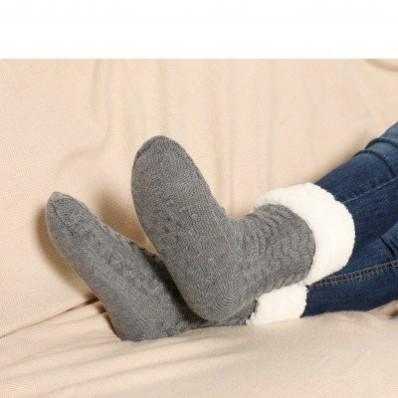 Papučové ponožky s protiskluzovou spodní stranou