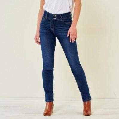 Rovné džíny v opraném vzhledu