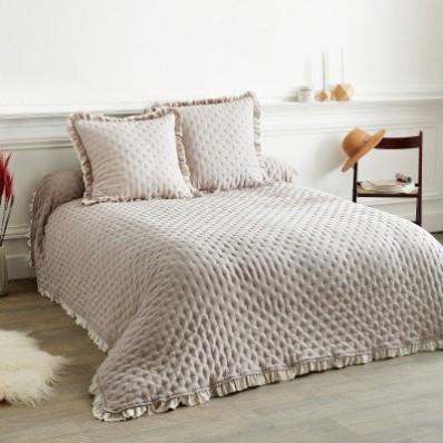 Obojstranná posteľná prikrývka s volánmi
