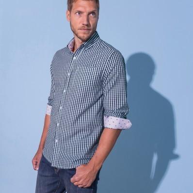 Kockovaná košeľa s kontrastnými lakťami