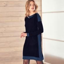 Pletené šaty s lodičkovým výstrihom