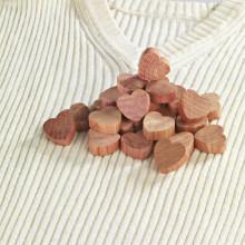 25 srdiečok z cédrového dreva