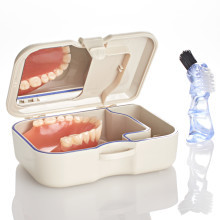 Dóza na zubnú protézu